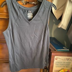 Simple athletic v-neck top
